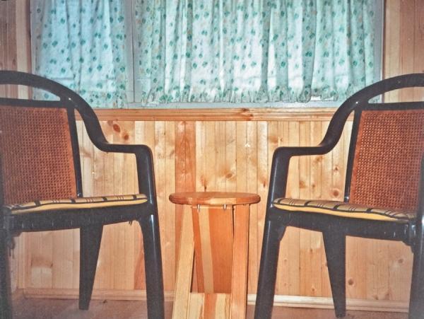 Фото 3.3.3. В предбаннике расположены и кресла, и вешалка для банных принадлежностей