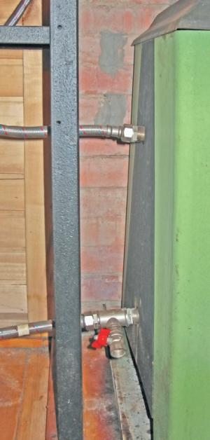 Фото 3.7.12. Вода нагревается встроенным в печь теплообменником