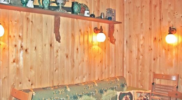 Фото 3.8.27. В комнате нет единого верхнего светильника, а предпочтение отдано бра