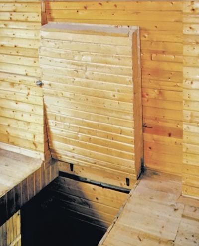Фото 5.1.5. Лестничный проем оборудован откидной утепленной крышкой