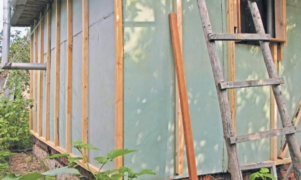 Фото 5.3.2.3. Брусок на углу устанавливался на одной из стен, а шаг первой шпации на примыкающей стене уменьшен на 5 см