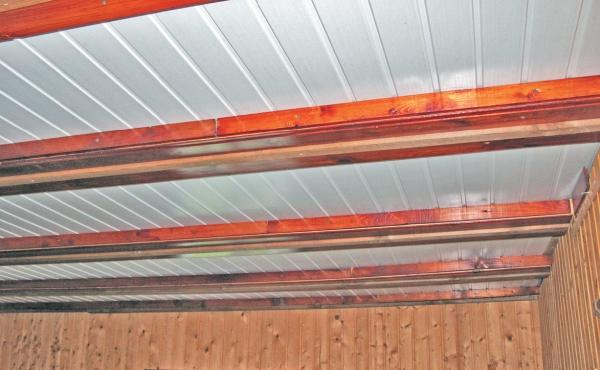 Фото 5.3.4.21. Эффектно выглядит виниловая вагонка в качестве обшивки потолка