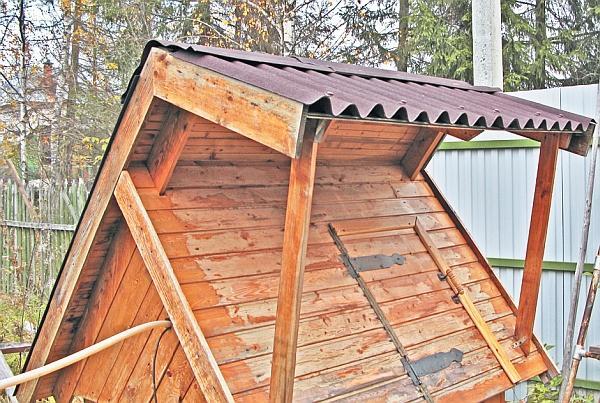 Фото 5.3.5.13. Крыша колодезного домика – значительная часть сего сооружения, а потому во многом определяет его вид