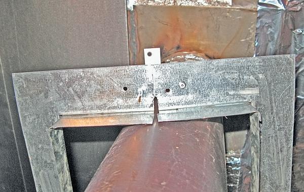 Фото 5.3.7.6. Кожух надет и производится соединение в месте разреза