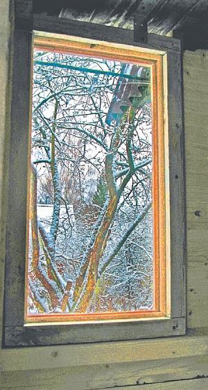 Фото 5.3.8.25. Смотрящее на восток окно в тамбуре оказалось и весьма функциональным